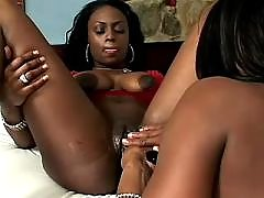 Beauty lezzie spoils new girlfriend ebony lesbian sex